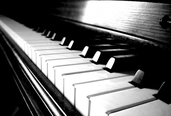 پیانوی هوشمندی که نواختن را آموزش میدهد+تصاویر