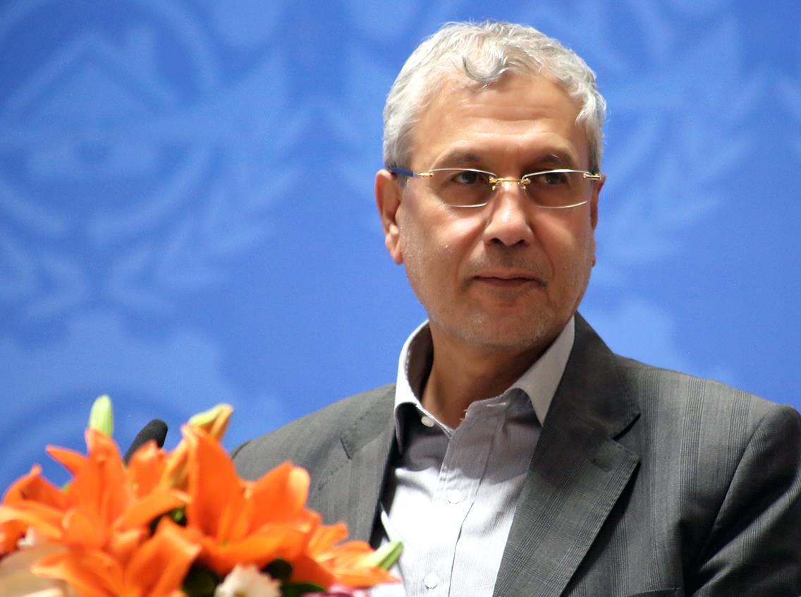 علی ربیعی وزیر ماند