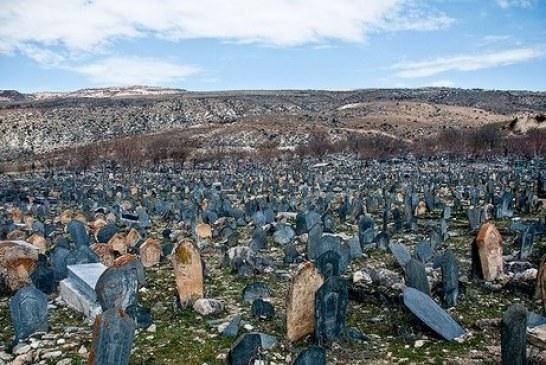 قبرستان سپید با قدمتی 1200 ساله در مازندران+ تصاویر