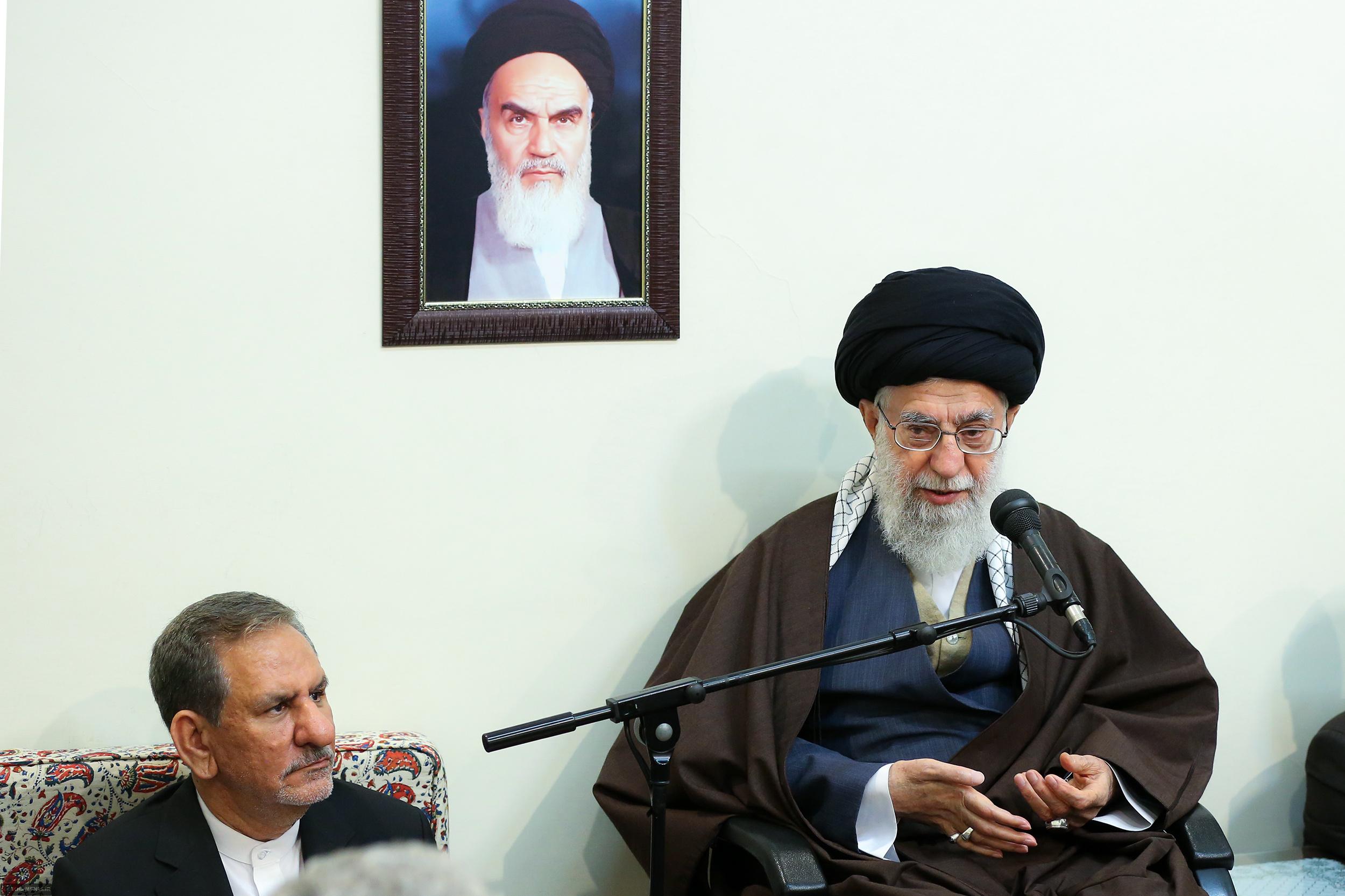 رهبر انقلاب: تعرض به امنیت و حریم مردم در پیامرسانهای داخلی «حرام شرعی» است
