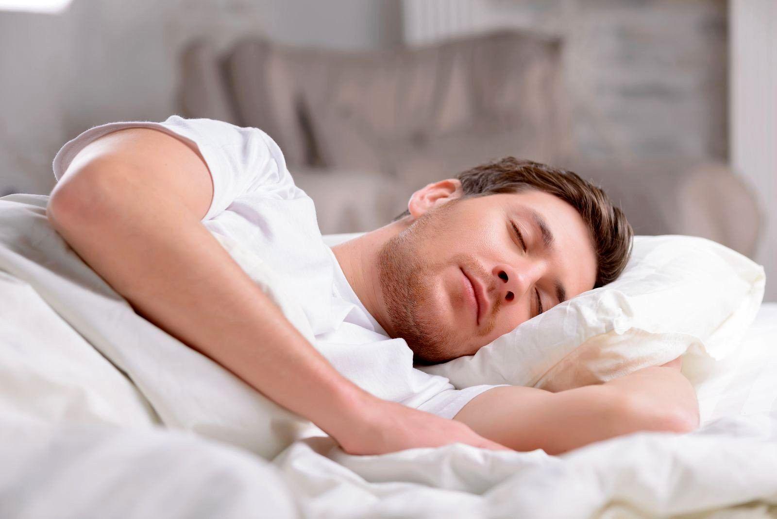 ۴ غذایی که به خواب راحت شما کمک میکند