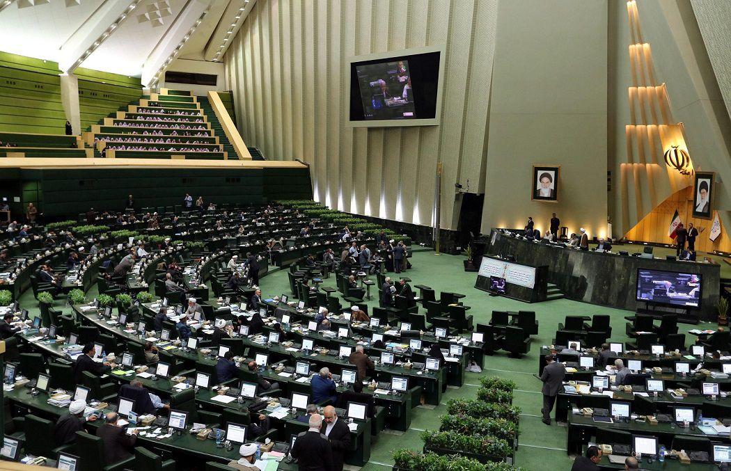 مجلس باید از پرداختن به مسایل سیاسی پرهیز کند