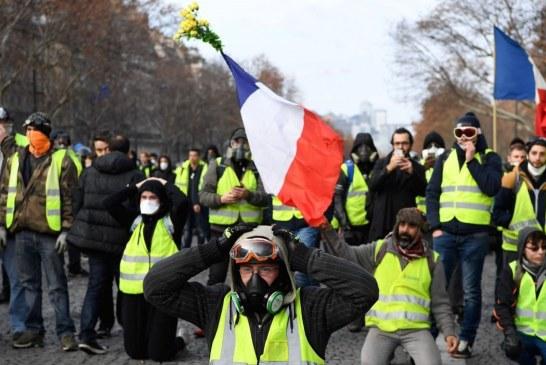 تانک های زرهای در خیابان های پاریس