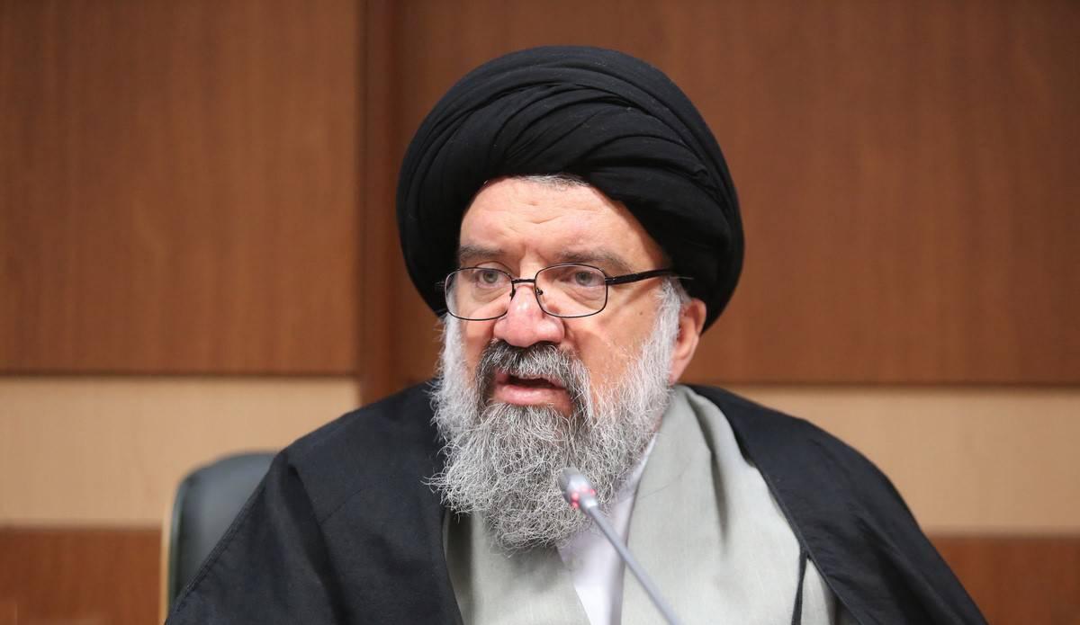 احمد خاتمی: در کشور آزادی وجود دارد و مردم هرچه دوست دارند میگویند