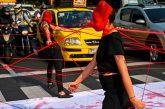 یک نمایش خیابانی درباره خشونت علیه زنان