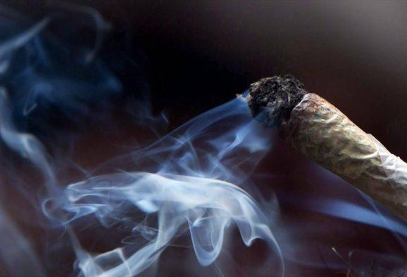 افرادی که زندگی خود را به خاطر چند نخ سیگار قمار می کنند
