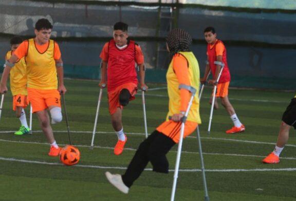 فوتبال دختران و پسران معلول فلسطینی + تصویر