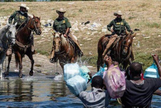 حمله مرزبانان اسب سوار آمریکا به مهاجران + تصویر