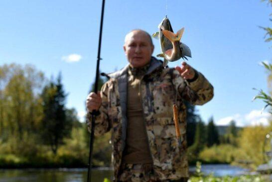ماهیگیری ولادیمیر پوتین در تعطیلات + تصویر